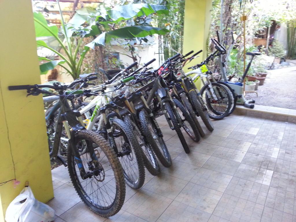 Велосипедная парковка во дворе