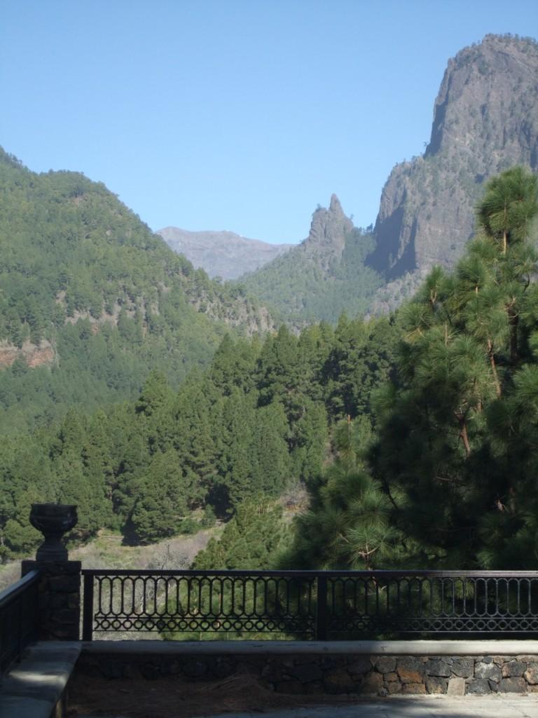 Вид со стороны церкви Ermita de la Virgen del Pino