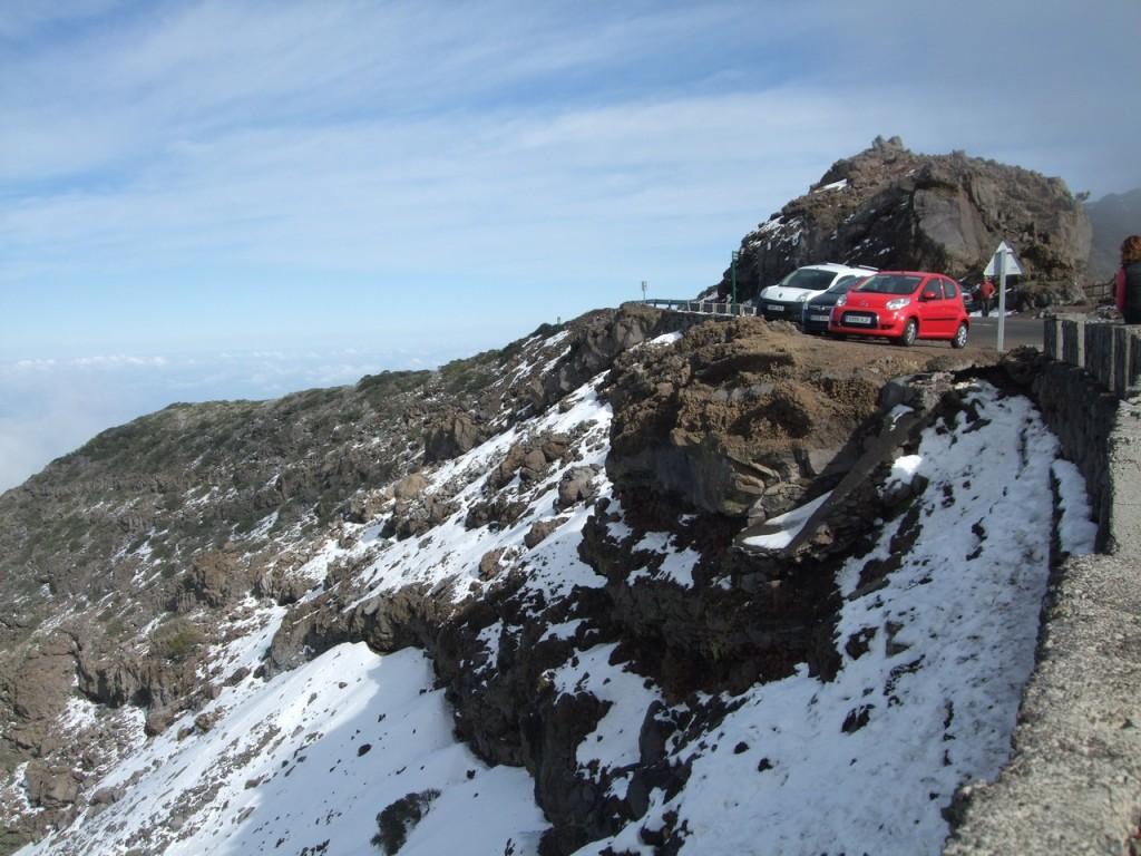 Снег в горах
