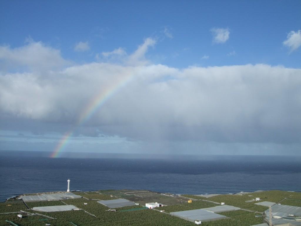 Остров провожает нас радугой