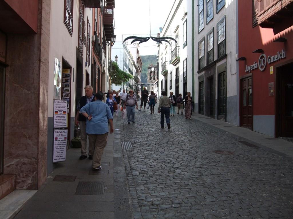 На пешеходной улице Санта-Крус